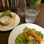 54465842 - ★★★☆ お魚ランチのサラダとパン