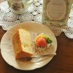 cafe&gallery 三日月や - 手作りシフォンケーキ。卵白のみで膨らませた体に優しいシフォンケーキ。ベーキングパウダー・保存料不使用。