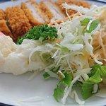 ノースカフェ - 国立国会図書館 NORTH CAFE @永田町 本日の日替ランチA 豚カツに添えられる少な目なサラダ