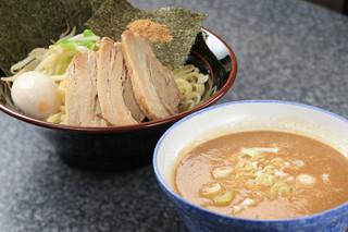 鶴見家 - 濃厚とんこつ魚介爆盛つけ麺