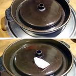 """54471026 - つけタレの札幌式だが、初めて見る変わった鍋。臼井鋳鉄工業というところで製作されている、""""蒼き狼""""というらしい【H28.7.16】"""