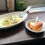 MIRAI restaurant&cafe - クリームパスタ(名前忘れてしまいました)、パン(フランスパンともう1つは分からないです。甘くてさくさくしてました‼焼きたて?※こちらもパスタランチ付属)