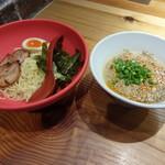 ラー麺 ずんどう屋 - 料理写真:冷し豚骨つけ麺750円(税込)