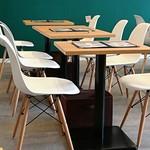 カフェ&パンケーキ gram - 店内のテーブルは、こんな感じ!