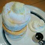 カフェ&パンケーキ gram - プレミアムパンケーキ ¥950(税込)