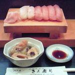 江戸前きよ寿司 - 握りをつまみながら・・・