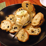 ライノスキッチン - アプリコットチーズ、バケットは三鷹の有名店