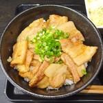 ガッツ亭 - 国産豚バラ丼ランチ(上から)