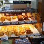 岩手山サービスエリア 下り ショッピングコーナー - 2016/7/9  無難なパンを買いましょう。