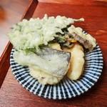 絹延橋うどん研究所 - 一皿(天ぷら)(16-07)