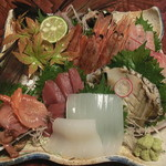 なる美寿司 - 刺身の盛合せ