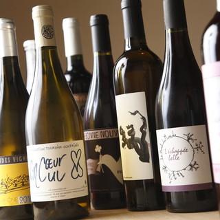 ソムリエが選ぶワイン、利酒師が選ぶ日本酒で料理を引き立てます