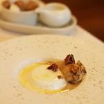 レストラン ビマビ - 料理写真:ココナツのブラマンジェとほうじ茶のアイス きゃらめるのナッツが添えてあります