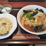 中華料理 華宴 - 本日のラーメン+半炒飯 850円