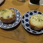 SAKE BAR オトナリ - アンチョビチーズトースト&チーズトースト