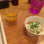 俺のハンバーグ シュシュ渡辺 - 野菜ジュースとサラダ