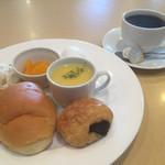 グリーンカフェ - ブレンドコーヒー390円とモーニングAセット
