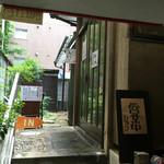 カレーうどん ひかり - 画像⑤  店の一軒家が見えてきました('16/08/06)