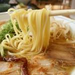 瓢華 - 細めん、昔の屋台みたいなとんこつ醤油スープ。