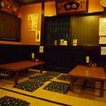 うめづ - 店内は、昭和の香りのする大衆居酒屋、といった雰囲気です☆