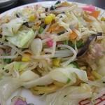 54500273 - 皿うどん680円。チャンポンスープを含ませながら炒め上げる餡なしスタイル。