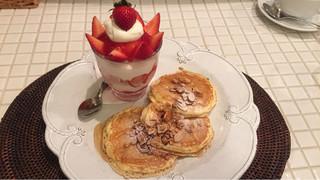 ANGIE - イチゴパフェとプチパンケーキ