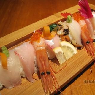 魚猿名物【海鮮のっけ寿司】♪旬のネタを堪能できます!