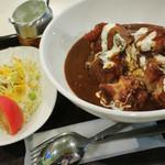 オリーブカフェ - 料理写真:オリ唐カレー  サラダは食べ慣れたオリーブキッチンと同じ  福神漬もあります