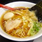 54505389 - 澄んだ醤油スープ