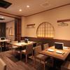 日本料理 古今 はなれ - 内観写真:広めに造ってあるテーブルとイスはゆったりとした時間を過ごすには最適です。 テーブルをつなげて団体様でのご利用も可能です。