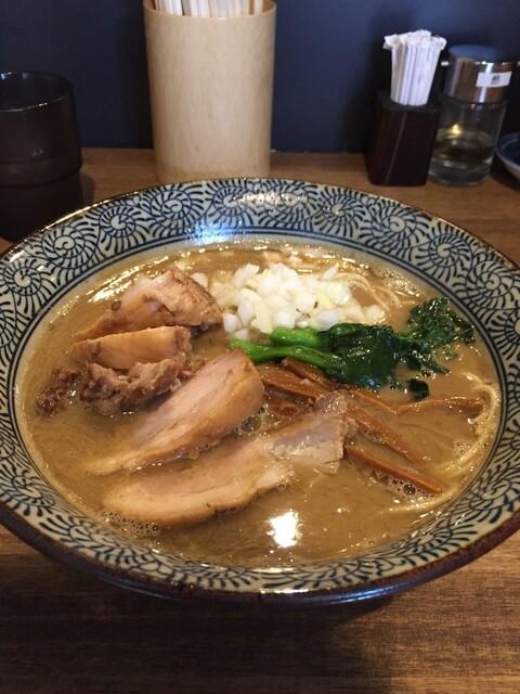 煮干し中華そば 一剣 - 煮干し白湯そば+チャーシュー
