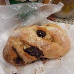 54516906 - チョコとクルミのパン