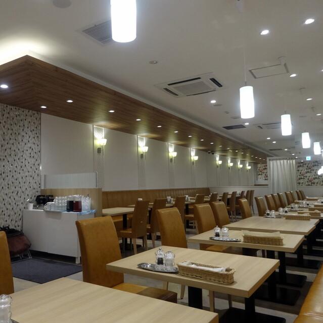 果実園 リーベル 新宿店 - 広いテーブル席フロア