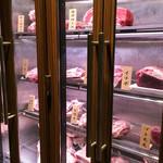 ステーキハウス 听 - エレベーター降りてすぐの冷蔵庫