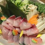 東京十色 恵比寿店 - 海鮮ぶりのしゃぶしゃぶ鍋の具材