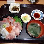 中央食堂 - 海鮮丼