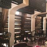 BARBARA market place 151 - ワインがびっしり、地震は大丈夫か??