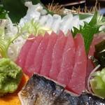 さかな処 魚鐵 - 刺身五種盛り合わせ:まぐろ