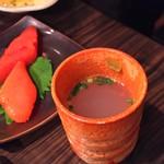 水たき いろは - 1607_いろは_博多名物地鶏水炊き@4,300円(1人前)まずはスープから