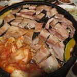 韓国家庭料理 トマト - 食べやすくカットして出来上がり。