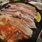 韓国家庭料理 トマト - 店員さんが焼いてくれます。