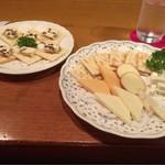 54525480 - レーズンバターとチーズ盛り合わせ