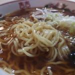 じげん - やや中太の麺