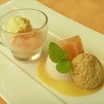 カステッロ - 桃のムースと桃のグラニテ