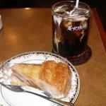 5453417 - アイスコーヒーとアップルパイ