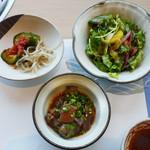 尾崎牛焼肉 銀座 ひむか - 牛筋と大根の煮込み、サラダ、キムチ
