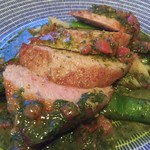 HANA - マグロのステーキ トマトバジルソース
