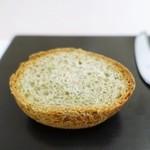 レストラン マサ ウエキ - バジルのパン