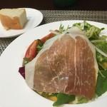 54532181 - 農園直送野菜サラダとフォカッチャ