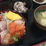 おやじのきまぐれ食堂 - スペシャル海鮮丼 1380円
